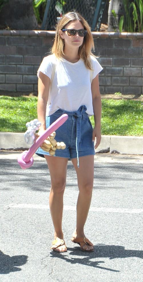 Actor Rachel Bilson, Hayden Christensen have fun with their daughter at a Los Angeles Farmers Market