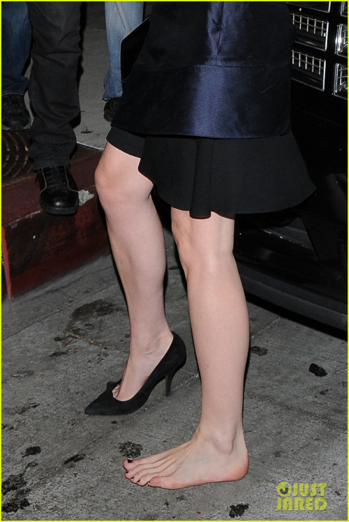West Hollywood, CA - Actress Kirsten Dunst trips and loses a shoe while leaving Bootsy Bellows Night